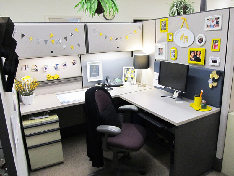 Decorate-your-office-desk