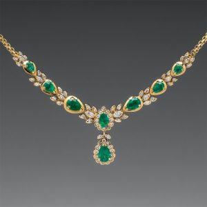 A-pretty-necklace