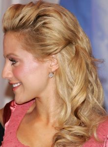 Loose-curls-along-the-teased