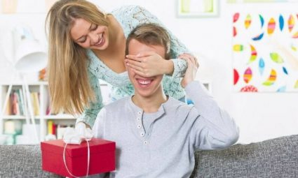 Acknowledge Your Husband with Charming Anniversary Gifts